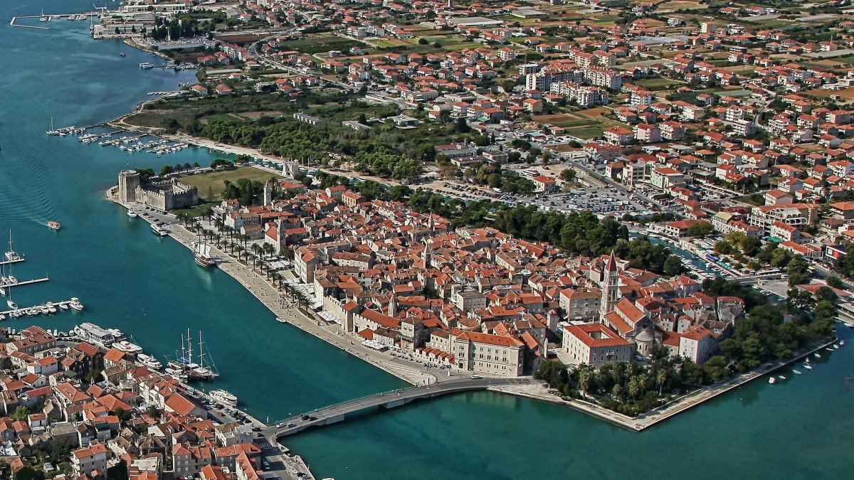 Trogir: With Kairos to a happy moment! | Plavi Horizont